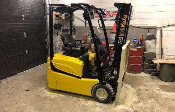 Chariot élévateur/ forklift/ lift Yale